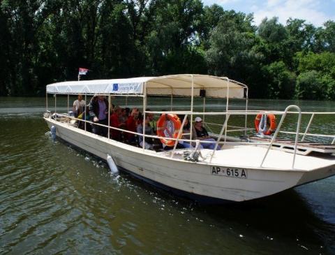 Vožnja brodićem Apatinka - maj
